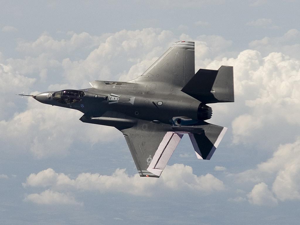 AIR_F-35A_AA-1_Flight_Top_lg