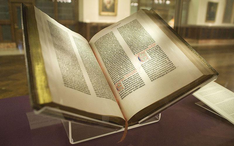 800px-Gutenberg_Bible,_Lenox_Copy,_New_York_Public_Library,_2009__Pic_01