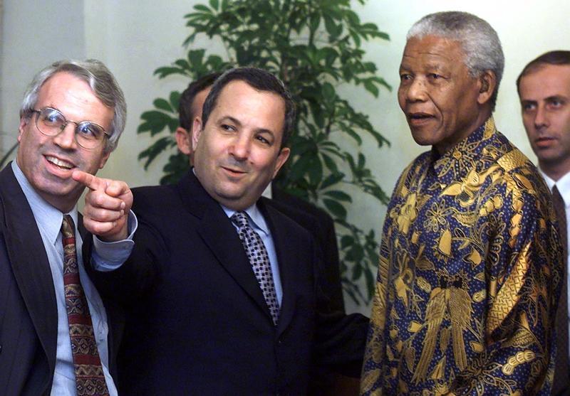 EHUD BARAK POINTS OUT SOMEONE TO NELSON MANDELA AS MEET IN JERUSALEM.