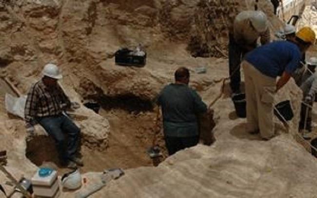 afghan-archeology-dig-jewish-texts