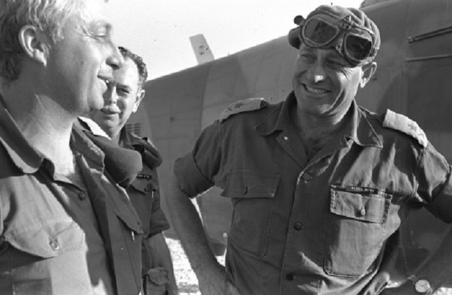 1967: Participe à la guerre des Six jours à la tête d'une division blindée.