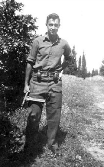1945 : Ariel Sharon s'engage à 17 ans dans la Haganah, armée clandestine des Juifs de Palestine sous mandat britannique.