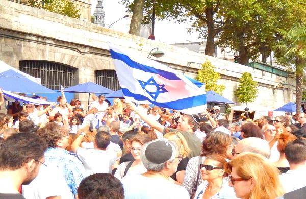 """""""Tel-Aviv sur Seine"""", août 2015. Crédit photo : Le Monde Juif .info"""